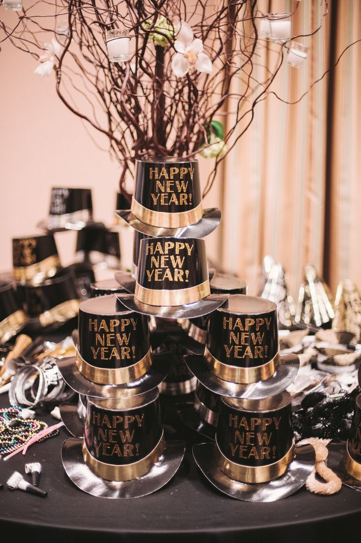 New Year\'s Eve Wedding Inspiration – Eat, Lift & Be Married