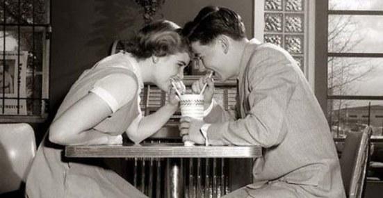 teens-sharing-milkshake